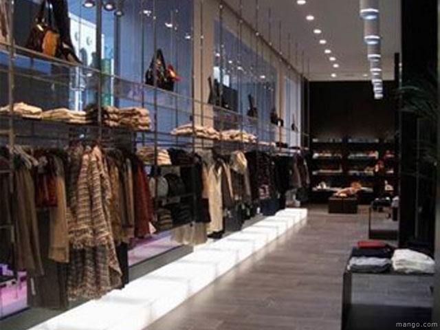 Dise o de tiendas de ropa de mango for Disenos de tiendas de ropa modernas