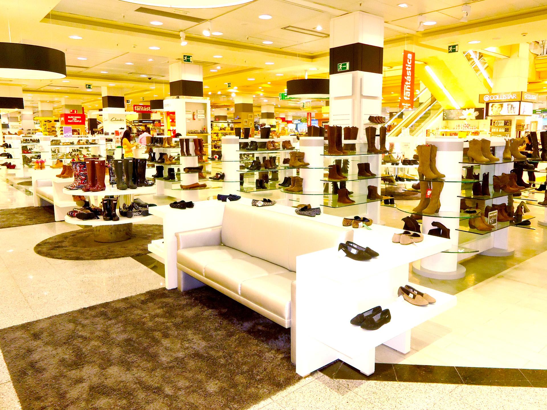 Dise os personalizados de tiendas de zapater a algama for Imagenes de muebles para zapatos